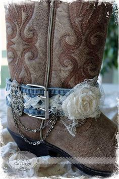 **My Desert Cottage**: Going Boot Belt Crazy! I love the antiqued silver clasp on the side. but for my personal tates I'd use a brown belt instead. Bling Wedding Shoes, Bling Shoes, Boot Cuffs, Boot Socks, Botas Boho, Bohemian Boots, Bota Country, Boot Bracelet, Boot Jewelry