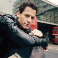 Hollywood star Ioan Gruffudd in leather in London