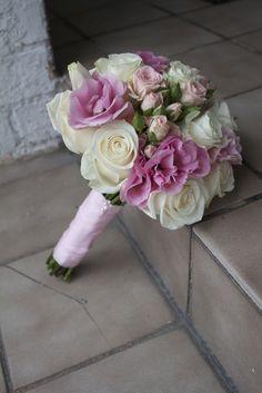 ivory & pink bouquet #wedding
