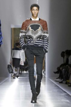 Balmain Menswear Spring Summer 2018 Collection in Paris Total Black, King Fashion, Fashion Men, Fashion Design, Fashion Details, Runway Fashion, Fashion Show, Paris Fashion, Style Fashion