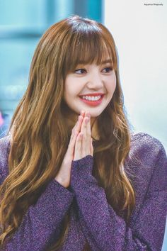 I hope lisa and yg both realize if she does not stop constantly dying and bleaching her hair, it will be ruined. Lisa Hair, Lisa Blackpink Wallpaper, Kim Jisoo, Black Pink Kpop, Julianne Hough, Blackpink Photos, Jennie Blackpink, Blackpink Lisa, Kpop Girls