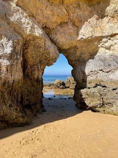 Olhares de Férias - As Rochas da Praia da Rocha VIAJAR é alargar os nossos horizontes - Vamos de Férias Algarve, Dubai, Places, Water, Blog, Outdoor, Beach Rocks, National Parks, Viajes