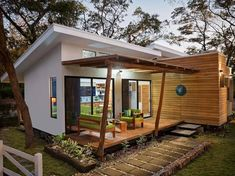 10 estilos de casas de campo con fotos y planos - Construye Hogar Modern Small House Design, Tiny House Design, Small Modern Cabin, House Design Drawing, Green House Design, Modern Shed, Shed Design, Tiny House Cabin, Tiny House Living