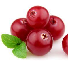 Sianpuolukka sisältää arbutiinia, joka on tehokas melaniinituotannon estäjä ja voidaan käyttää ihoa vaalentavana ainesosana; se vaalentaa liikapigmenttiä mm. maksaläiskissä ja pisamissa. Arbutiini tarjoaa myös luonnollisen UV-suojan. I Bearberry. Arbutin isolated from bearberry leaves contains flavonoids and phenols. Organic or natural arbutin possess skin lightening and healing properties. #sianpuolukka #bearberry #lapland #superherbs Natural Skin Care, Flora, Herbs, Fruit, Tips, Nature, Naturaleza, Plants, Herb