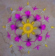 ⊰❁⊱ Mandala ⊰❁⊱ Flower @ danmala : mandala art {by Kathy Klein} Mandala Art, Stencils Mandala, Flower Circle, Flower Petals, Flower Art, Land Art, Art Floral, Arte Fashion, Flower Rangoli