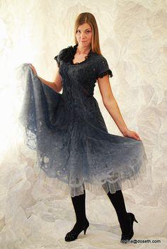 Zeer zachte en elegante jurk, gemaakt voor romantische vrouw. Kunnen slijtage in speciale gelegenheden. De jurk is gemaakt van zijde en merino wol