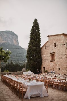 Long wooden trestle tables and wooden chairs. Photography by Benjamin Wheeler. Long wooden trestle tables and wooden chairs. Photography by Benjamin Wheeler. Wooden Trestle Table, Trestle Tables, Wooden Chairs, Wedding Mallorca, Summer Wedding, Dream Wedding, Wedding Goals, Wedding Tips, Wedding Posing