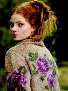 Botticelli - Pattern from Rowan Knitting & Crochet Magazine 44 Laine Rowan, Motifs Roses, Rowan Yarn, Modelos Fashion, Mode Boho, Knitting Magazine, Poncho, Mori Girl, Knitting Yarn