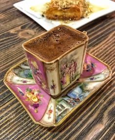 Nadire Atas on Cafe , Tea, Desserts and Lovely Flowers Coffee And Books, I Love Coffee, Coffee Art, My Coffee, Coffee Drinks, Coffee Time, Coffee Cups, Tea Cups, Brown Coffee