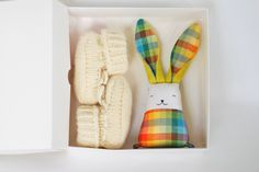 Unisex baby gift set - Hand knitted booties - wool booties - soft bunny - newborn baby - Pregnancy Reveal - Baby shower - booties in a box by Jumatamade on Etsy