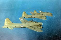 [Photo] Three B-17E Flying Fortress bombers in flight, probably flying from…