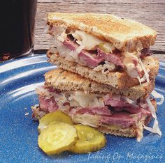 I love a good Reuben sandwich. Cooking Light took on the challenge of making one that's tasty and a bit more healthy. Check to see how it is. Reuben Sandwich, Soup And Sandwich, Sandwich Shops, Fun Easy Recipes, Light Recipes, Great Recipes, Favorite Recipes, Delicious Recipes, Ideas Sándwich