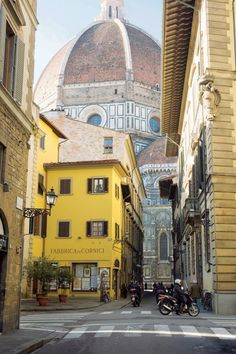 104 beautiful pictures of Italy - Street view of the Duomo in Florence. City Breaks Europe, Weekend City Breaks, Places To Travel, Places To Visit, Italy Street, Streets Of Italy, Europe Street, Beautiful Places, Beautiful Pictures