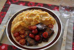 Svinefilet med stekte tomater og stappe