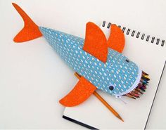 Make dolphin zipper pencil casesBack to school will be more fun if you have a new pencil place. You can make your own DIY pencil case.Hand Sewing Leather Patches On JeansOh my gosh! Pencil Bags, Pencil Pouch, Fabric Crafts, Sewing Crafts, Tape Crafts, Pochette Diy, Patchwork Quilt, Diy Pencil Case, Diy Couture