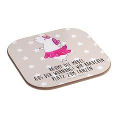 Quadratische Untersetzer Einhorn Ballerina aus Hartfaser  natur - Das Original von Mr. & Mrs. Panda.  Dieser wunderschönen Untersetzer von Mr. & Mrs. Panda wird in unserer Manufaktur liebevoll bedruckt und verpackt. Er bestitz eine Größe von 100x100 mm und glänzt sehr hochwertig. Hier wird ein Untersetzer verkauft, sie können die Untersetzer natürlich auch im Set kaufen.    Über unser Motiv Einhorn Ballerina  Unser Ballerina-Einhorn ist das beste Geschenk für Freunde, die gerne tanzen…