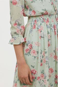 Calf-length dress in an airy, patterned weave with an opening and narrow ties at the top, sleeves with narrow elastication and a frill at the cuf Flower Dresses, Modest Dresses, Nice Dresses, Girls Dresses, Muslim Fashion, Modest Fashion, Fashion Outfits, Dress Fashion, Green Floral Dress