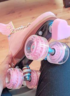 Pink Roller Skates, Roller Skate Shoes, Roller Skating, Kawaii Shoes, Aesthetic Shoes, Skater Girls, Dream Shoes, Cute Shoes, Girls Shoes