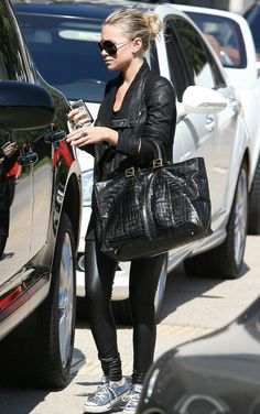 ASHLEY OLSEN FASHION STYLE BLOG AVIATOR SUNGLASSES RICK OWENS LEATHER JACKET LEATHER LEGGINGS PANTS VINTAGE FENDI CROC TOTE BAG BLUE CONVERSE SNEAKERS