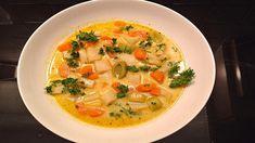 Zeleninový guláš s kokosovým mliekom Thai Red Curry, Ethnic Recipes, Food, Coconut Milk, Vegetarian Recipes, Food Portions, Red Peppers, Essen, Meals