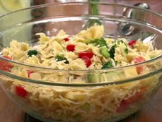 Pasta Salad Recipes Food Network is One Of the Liked Salad Recipes Of Numerous People Across the World. Besides Easy to Make and Great Taste, This Pasta Salad Recipes Food Network Also Health Indeed. Orzo, Feta Pasta, Farfalle Pasta, Fusilli, Sin Gluten, Gluten Free, Pesto, Food Network Recipes, Cooking Recipes