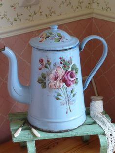 Very pretty antique French lilac blue coffee pot with raised florals. Decoupage Vintage, Vintage Enamelware, Milk Cans, Vintage Shabby Chic, French Vintage, Vintage Coffee, Tole Painting, Vintage Kitchen, French Antiques