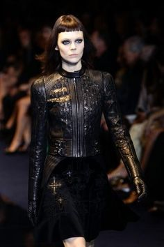 Fall/Winter 2012/2013 trend: gothic chic (photo slideshow also included)