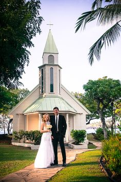 One of two places on the West side of the Big Island of Hawaii that has a chapel that you can married in or take photos in front of.  The chapel at the Kona Sheraton is by far the largest of the two options on the west side.    Kona Wedding Photographer, Eye Expression   Big Island, Hawaii  www.eyeexpression.com