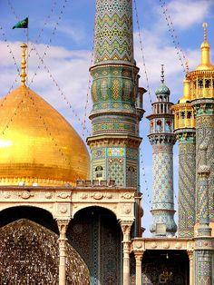 Hazrat-e Masumeh Mosque minarets in Qom, Iran (by Mark Schlegel).