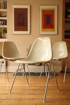 Resultados da pesquisa de http://www.creamandchrome.co.uk/IMAGES/Herman%2520Miller%2520Eames%2520Stacking%2520Chairs.jpg no Google