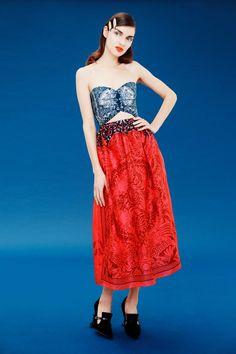 Mary Katrantzou Pre-Fall 2017 Fashion Show Collection Vogue Fashion, Fashion 2017, Women's Fashion Dresses, Runway Fashion, Mary Katrantzou, Greek Fashion, Vogue Mexico, Strapless Midi Dress, Vogue Russia