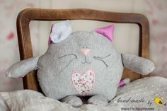 cat pillow for a special little one Sewing For Kids, Diy For Kids, Crafts For Kids, Crazy Cat Lady, Crazy Cats, Cat Pillow, Pillow Talk, Feather Pillows, Sewing Dolls