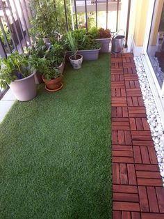 Amazing Useful Ideas: Artificial Grass Interior artificial plants living room floors.Where To Buy Artificial Flowers artificial plants indoor target. Small Balcony Design, Small Balcony Garden, Small Balcony Decor, Balcony Plants, Plants Indoor, Balcony Ideas, Small Terrace, Small Patio, Pergola Ideas