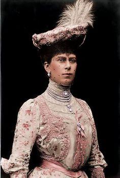 Princess of Wales, Mary...I am loving this dress!