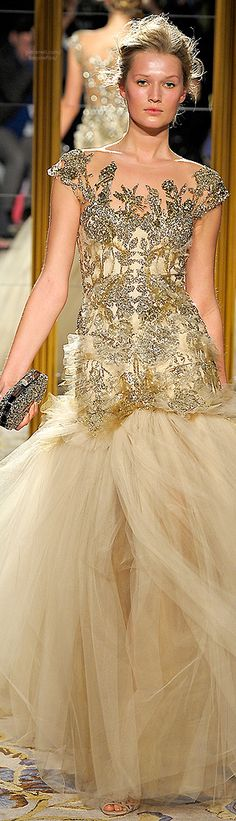 I hope to have a reason to wear a dress like this someday. Costura Fashion, Moda Fashion, Runway Fashion, High Fashion, Razzle Dazzle, Beautiful Gowns, Beautiful Outfits, Glamour, Badgley Mischka