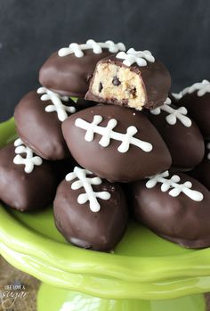 Eggless Chocolate Chip Cookie Dough Footballs - perfect for a Super Bowl Party and College Championship party! (Make bowling balls with this recipe) Superbowl Desserts, Köstliche Desserts, Delicious Desserts, Dessert Recipes, Yummy Food, Party Recipes, Snack Recipes, Superbowl Party Food Ideas, Dessert Blog