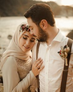 Nikah Explorer - No 1 Muslim matrimonial site for Single Muslim, a matrimonial site trusted by millions of Muslims worldwide. Pre Wedding Poses, Pre Wedding Photoshoot, Wedding Couple Poses Photography, Young Couples Photography, Muslimah Wedding, Foto Wedding, Cute Muslim Couples, Couple Posing, Marie