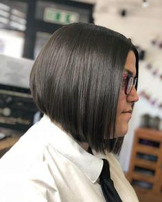 17 Short Wavy Bob Haircuts Trending Right Now Wavy Bob Haircuts, Cute Hairstyles For Short Hair, Hairstyles For Round Faces, Latest Hairstyles, Pixie Haircut, Straight Hairstyles, Pixie Hairstyles, Short Choppy Hair, Short Curly Hair