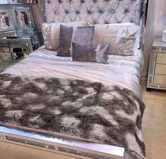 Feminine Bedroom Romantic Ideas Home ideas Room Ideas Bedroom, Bedroom Sets, Diy Bedroom, Bedroom Headboards, Bedroom Girls, Bedroom Themes, Bedroom Colors, Bedroom Wall, Dream Rooms