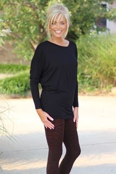Super Soft Long Sleeve Dolman Top ~ Black - One Faith Boutique Medium Hair Styles, Curly Hair Styles, Blonde Hair With Bangs, Costume Noir, Trendy Clothes For Women, Trendy Clothing, Corte Y Color, Haircuts With Bangs, Hair Affair