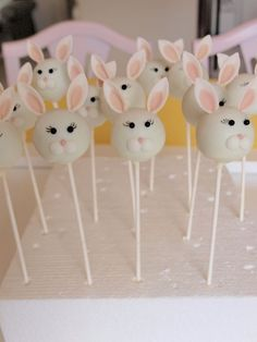Delicious Cake Pops to Make Your Easter Even Sweeter . Easter Cake Pops, Easter Bunny Cake, Bunny Party, Easter Cookies, Easter Treats, Bunny Cakes, Bunny Birthday Cake, Mini Cakes, Cupcake Cakes