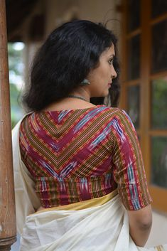 This contemporary take on the traditional rouka has buttons and a string tie at the front of the blouse. Made from block printed Ajrakh this blouse is classic with a twist. THE KAITHARI PROJECT Handwoven, designed and tailored in Kerala Kerala Saree Blouse Designs, Cotton Saree Blouse Designs, Fancy Blouse Designs, Blouse Neck Designs, Blouse Styles, Blouse Patterns, Kalamkari Dresses, Stylish Blouse Design, Sarees