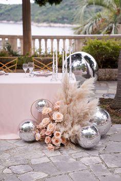 Wedding Hall Decorations, Birthday Balloon Decorations, Flower Decorations, Wedding Table, Wedding Ceremony, Wedding Bouquets, Wedding Flowers, Deco Ballon, Cream Wedding