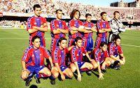 F. C. BARCELONA B - Barcelona, España - Temporada 1997-98 -  Óscar Álvarez, Gabri, Puyol, Marc Bernaus, Ferrón y Arnau; Mario Rosas, Xavi, Luis García, Jofre e Ismael - F. C. BARCELONA B 5 (Puyol, Ismael, Gabri, Mario Rosas y Jofre) REAL MADRID CASTILLA 0 - 20/06/1998 - Liga de 2ª División B, eliminatoria final de ascenso a 2ª División, partido de ida - Barcelona, Mini Estadi - El filial del Barcelona consigue el ascenso a costa de filial del Real Madrid, venciéndole también en la vuelta por 2-0 Barcelona Football, Fc Barcelona, Real Madrid, Football Team, Mario, Seasons, Sports, Barcelona Spain, Caricatures