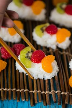 I have always LOVED these Fruit Sushi (Frushi) from Sara Welch  #kids #healthy #snacks