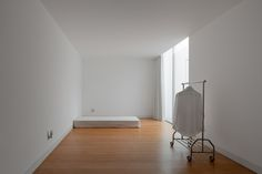 Cover and Concealment: House in Leiria by Aires Mateus Minimalist Bedroom Small, Minimalist Apartment, Minimalist Living, Minimal House Design, Minimal Home, Small Apartment Interior, Apartment Design, Home Bedroom, Bedroom Decor