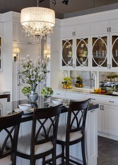 Fresh White kitchen with glass and black details.