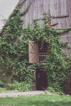 Treehouse + Barn Wedding = INSPIRED