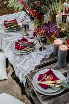 Boho Chic Wedding Table Setting Idea With A Bright Boho Decadent Tablescape With Candles Plus A Lace Tablecloth And Colorful Napkins Plus Feathers And Greenery And Blooms In Supmtuous Colors Wedding In The Woods, Forest Wedding, Engagement Decorations, Wedding Decorations, Bohemian Interior Design, Wedding Table Settings, Deco Table, Vineyard Wedding, Decoration Table