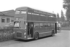 1961 BMMO - Midland Red 4944 on delivery day Blue Bus, Red Bus, Vintage Cars, Antique Cars, Double Staircase, Old Lorries, Bonde, Bus Coach, Busses